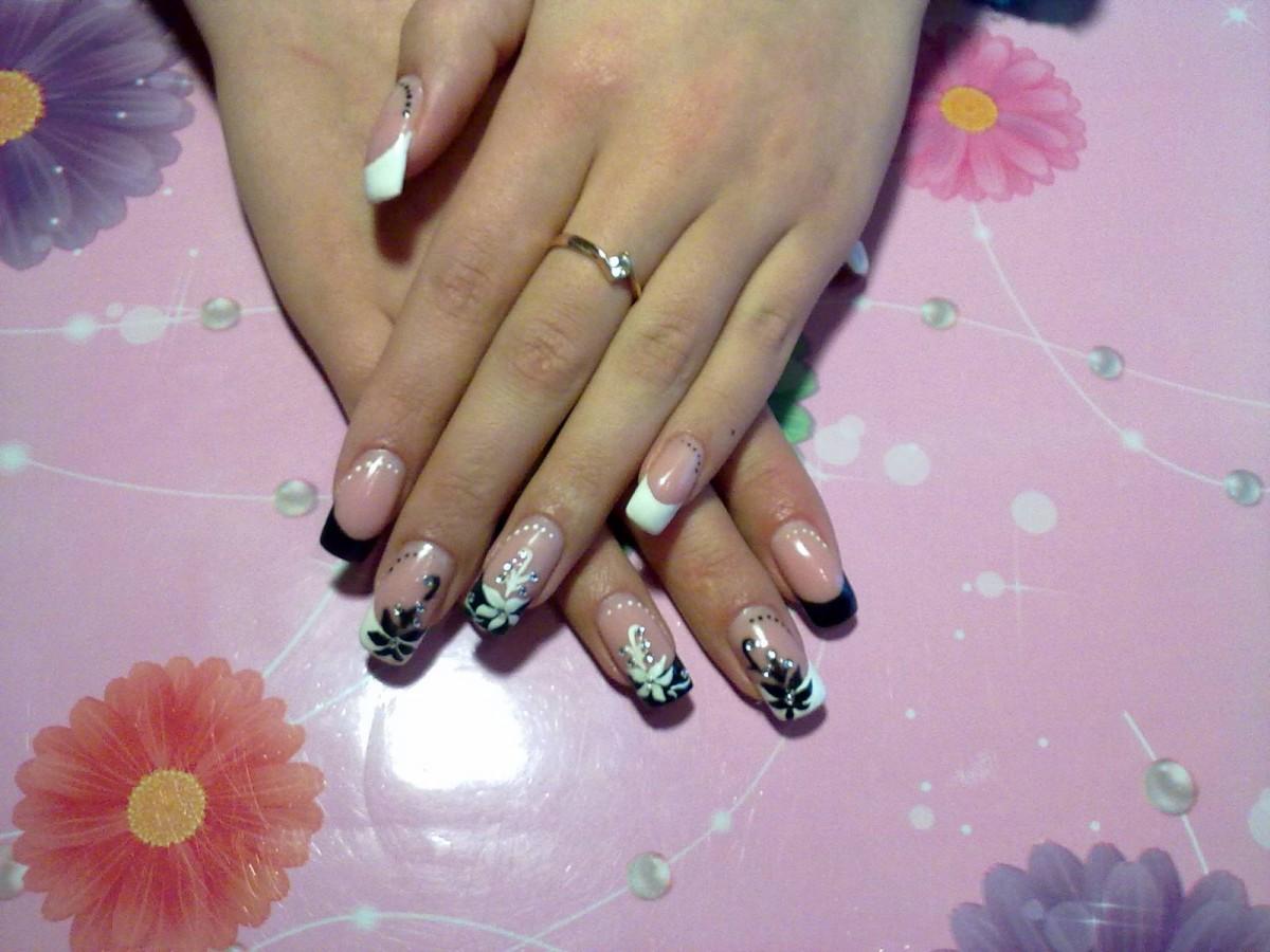 Фото френча на нарощенных ногтях с рисунком