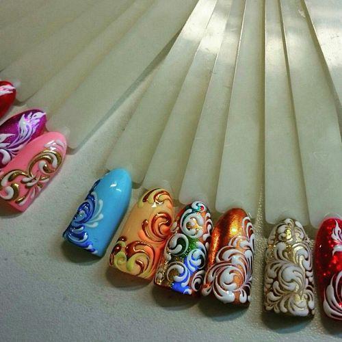 Вензельная роспись на ногтях