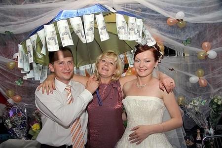 Поздравление на свадьбу с вручением прикольных предметов 57